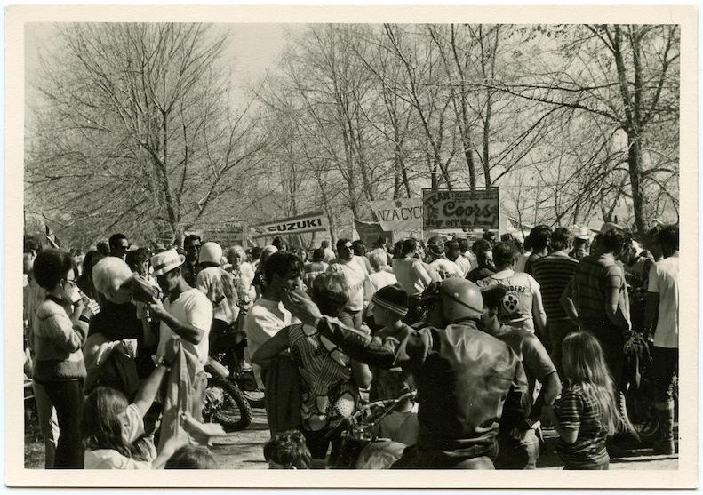 The Elsinore Grand Prix crowd in 1972 copie