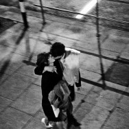 Bruce Davidson-20 London. 1960. Couple kissing on street