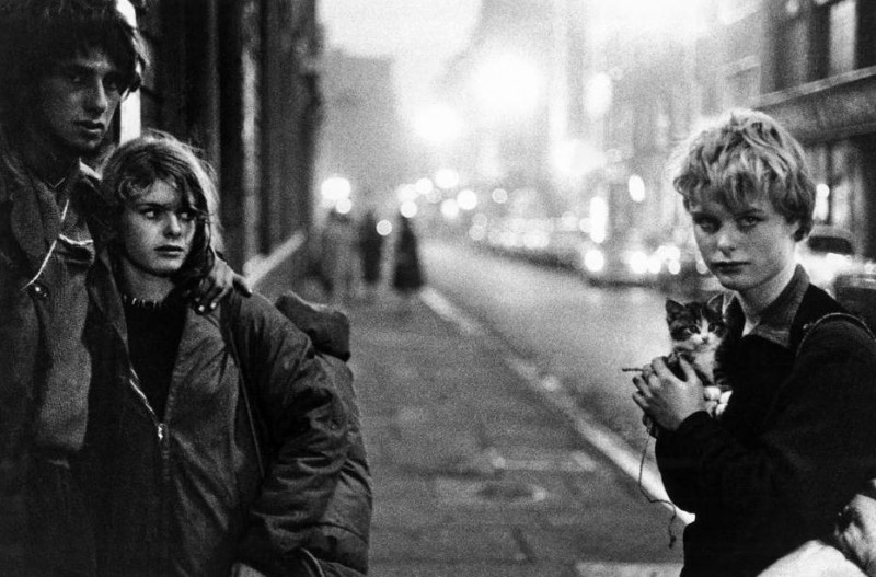 Bruce Davidson-21 London. 1960. Girl with kitten and couple looking on