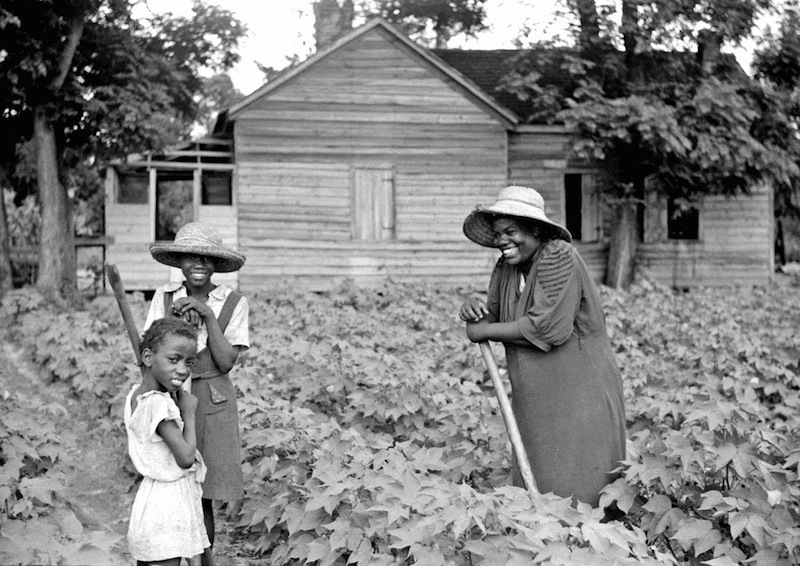 Marion Post Wolcott 14-Pauline Clyburn, rehabilitation borrower, and two of her children, Manning, Clarendon County, South Carolina, 1939