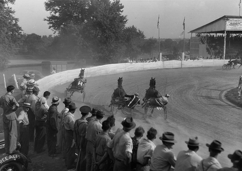 Marion Post Wolcott 18-Sulky Races, Shelby County Fair, Kentucky, 1940