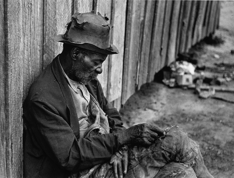 Marion Post Wolcott 25--The Whittler-, an old Negro man (ex-slave) Camden, Alabama