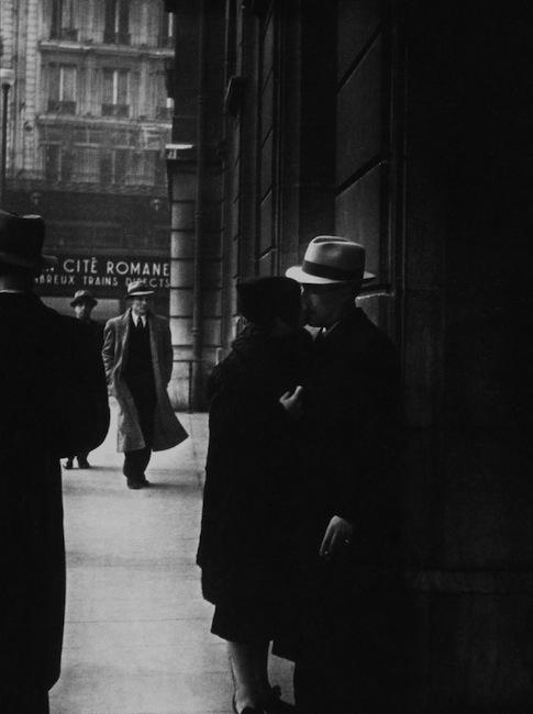Brassaï - Couple at the gare Saint-Lazare, circa 1937 (from Pour l'amour de Paris)