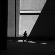 Rupert Vandervell - Man on Earth serie - momentum