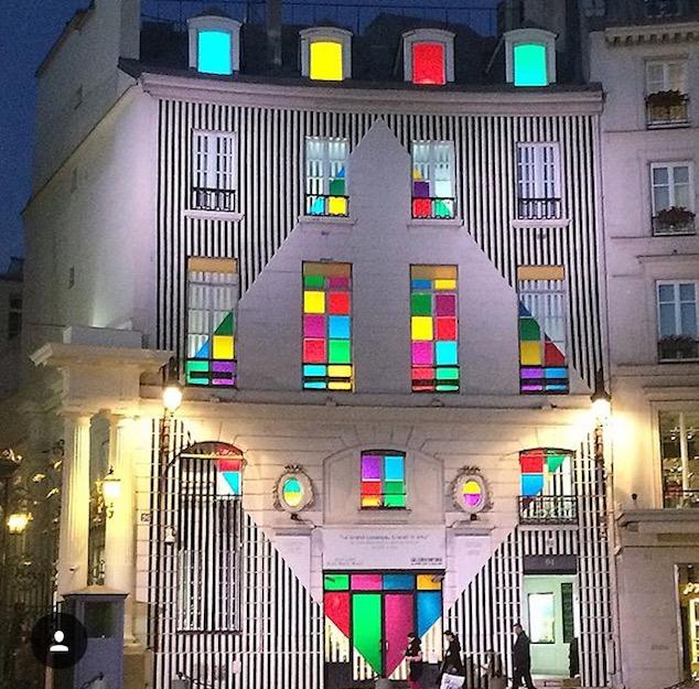 In The Mood for Paris - FIAC - International Art Fair - Buren design
